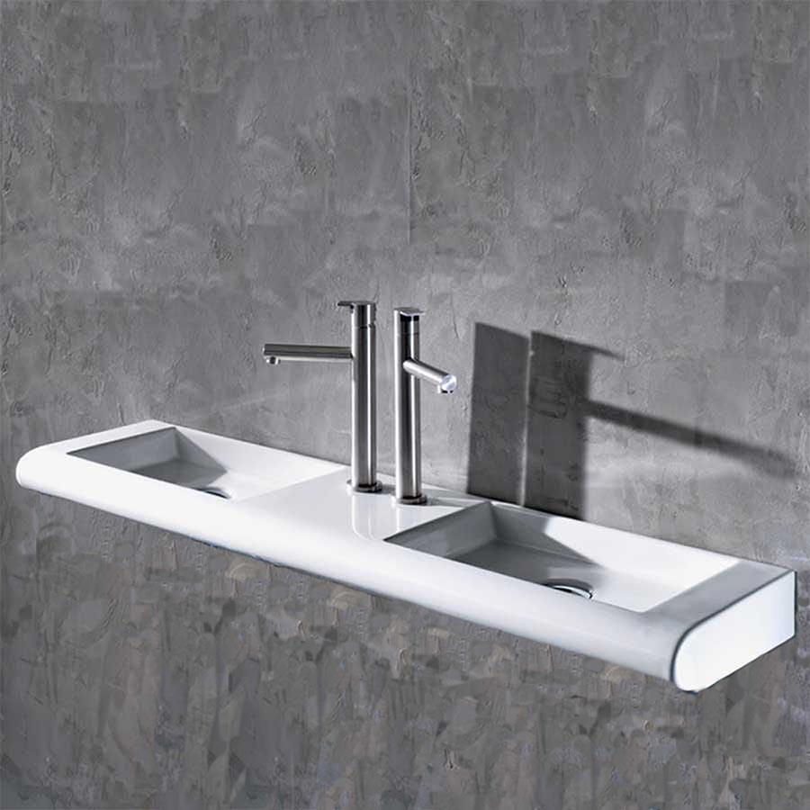 Curvet dubbeltvättställ, perfekt för den smala badrummet.