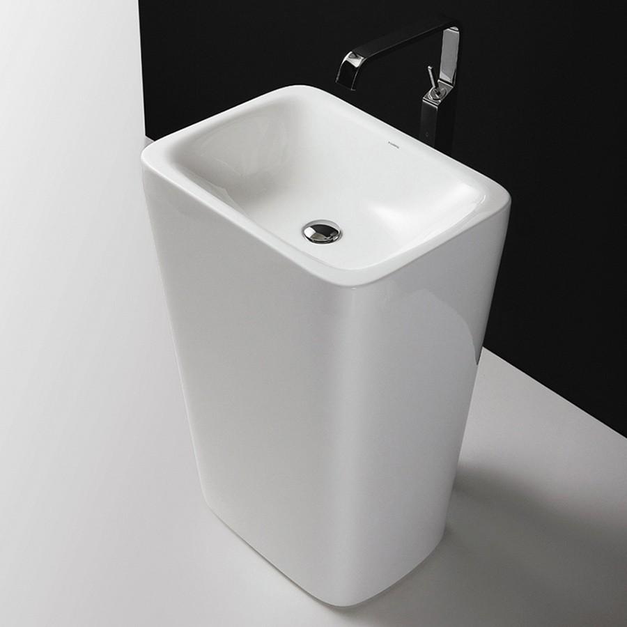 Fristående tvättställ med rena linjer i vacker design.