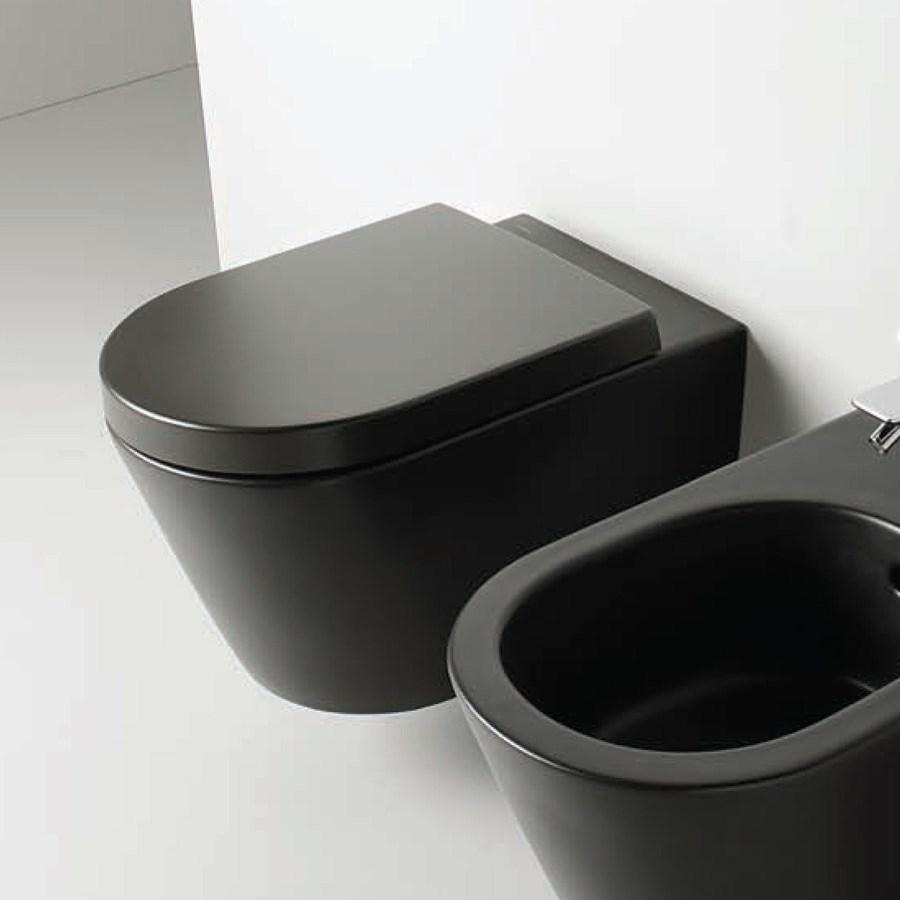 Icke gamla Vägghängd svart toalett, äkta elegant italiensk design från Valdama UB-41